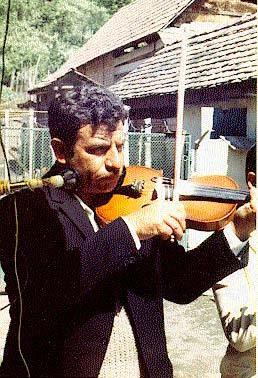 Jámbor István Dumnezu (1951) first fiddle, voice